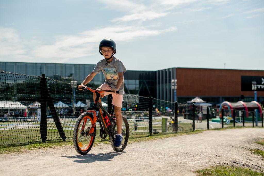 votre été au B'twin village : Biker